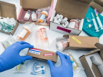 nurse-unpacking-medication-in-boxes-conceptual-GFH2AQZ (1)